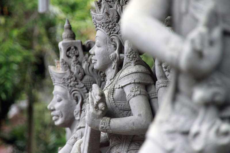 Какую религию исповедуют на Бали?