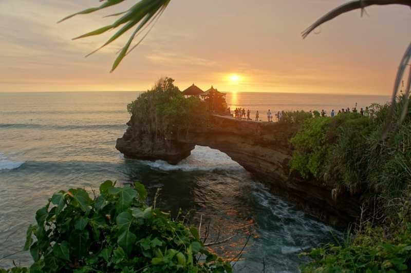 бухта на закате на острове Бали