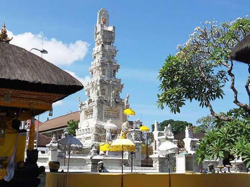 Денпасар - храм Pura Jagatnatha