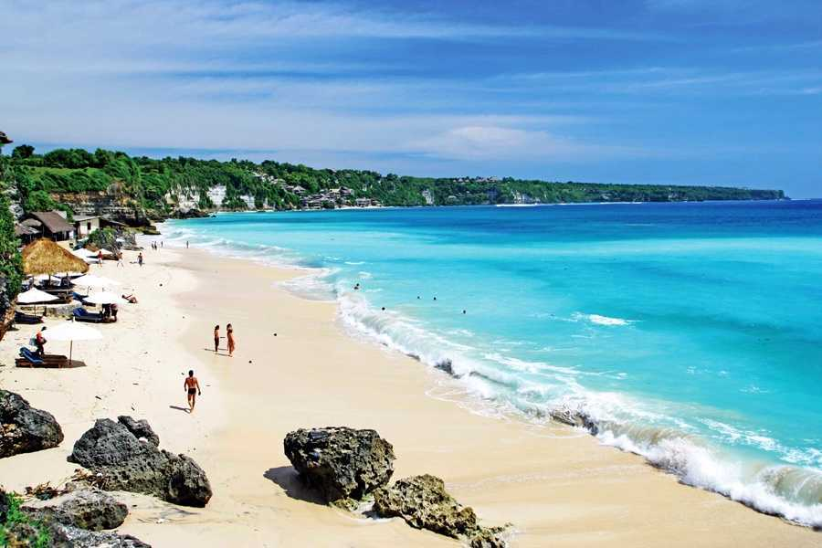 пляж в Сануре недалеко от Денпасара