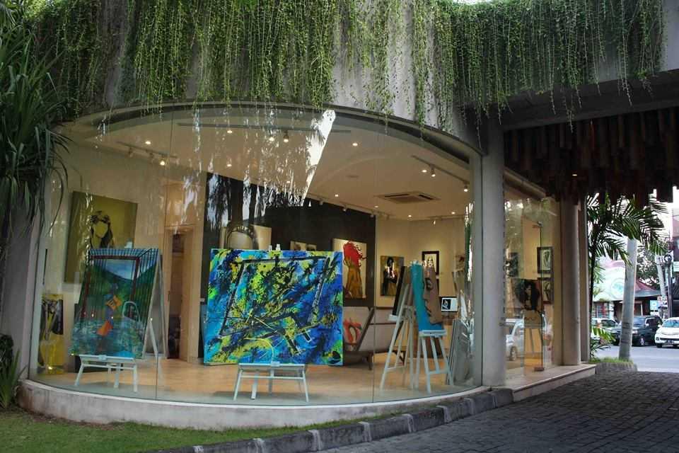 Positive Negative Visual Gallery в Семиньяке