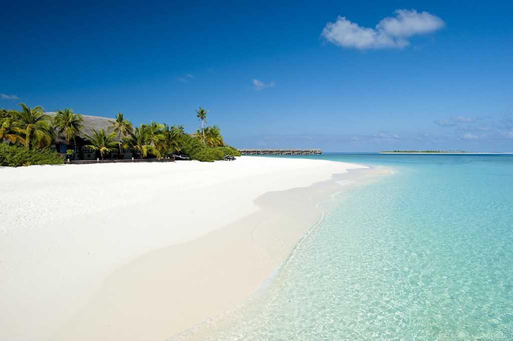 Белоснежный пляж в Карангасеме 8