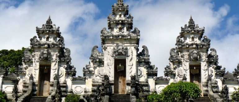 Bali Pura Lempuyang Luhur 770x330 - Храм Лемпуянг в Карангасеме