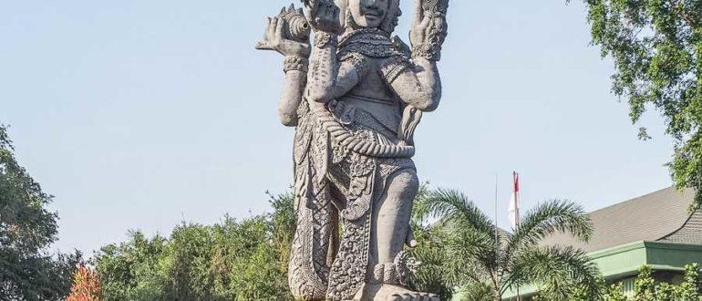 DeEup croper ru 770x330 - Статуя богу Брахме в Денпасаре