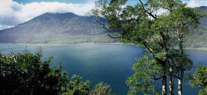danau tamblingan 720x330 - Озеро Буян на Бали
