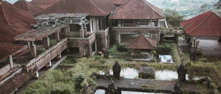 f7fo2x2hl77y 770x330 - Заброшенный отель Бедугул Таман на Бали