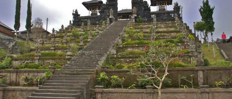 pura besakih image 770x330 - Храм Пура Бесаких в Карангасеме