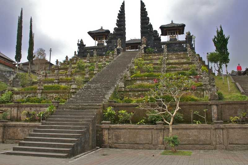 Храм Пура Бесаких в Карангасеме 5