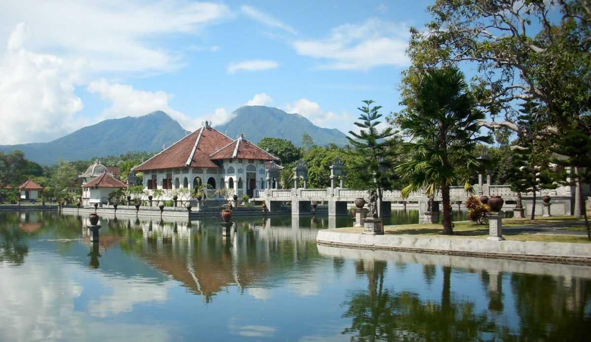 taman ujung 1 - Дворец Таман Сукасада Уджунг в Карангасеме