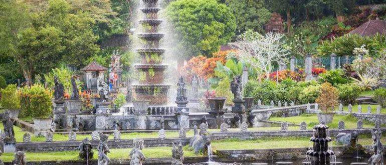 waterpaleis van tirta gangga oost bali 42477267 770x330 - Дворец Тирта Ганга в Карангасеме