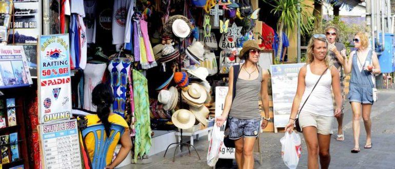 Shoppers on Poppies 1 in Kuta cs 770x330 - Как торговаться на Бали