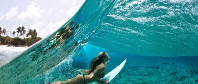 Surfing Surfer Girl Duck Dive Ocean 770x330 - Серфинг тур на Бали