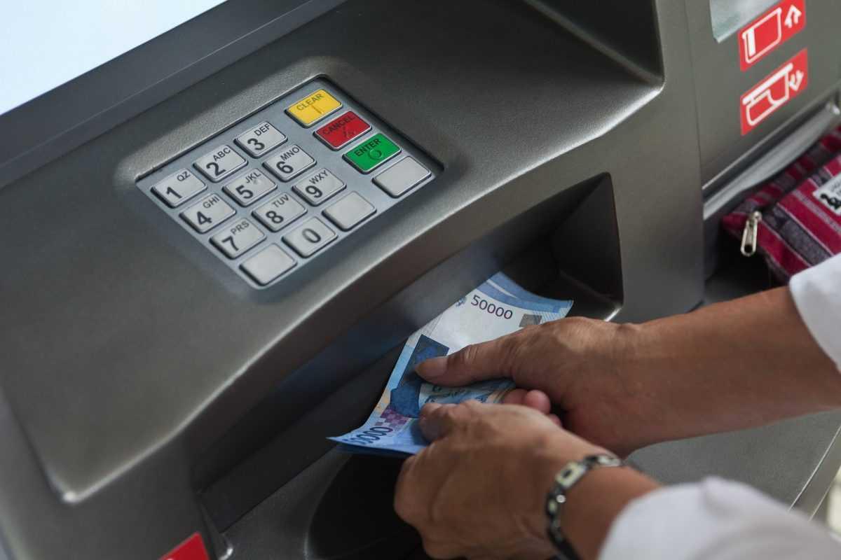 Обмен валют и банкоматы на Бали