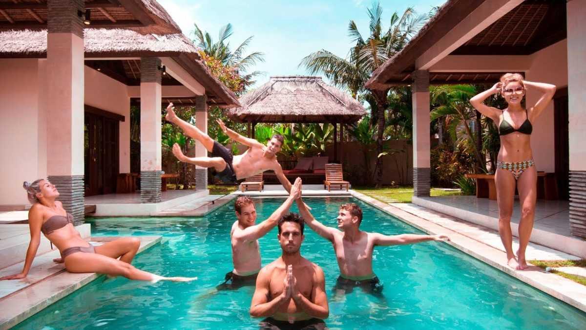 Экскурсионная группа на Бали